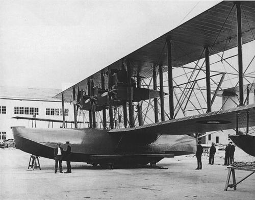 Curtiss_NC-1_3_October_1918-_initial_three_engine_configuration.jpg