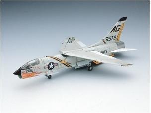 F-8_03.jpg